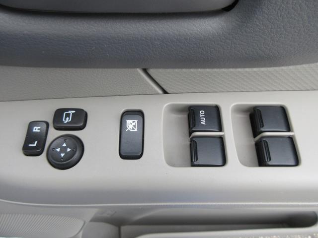 パワーウインドウです!運転席側のオート機能付きです!ドアミラーはボタン1つで操作可能です!
