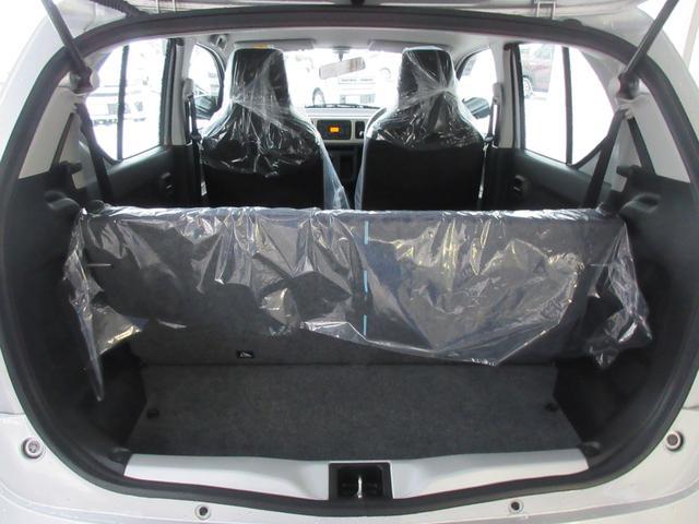 4人乗車でも安心して荷物を積み込むことができます!!!