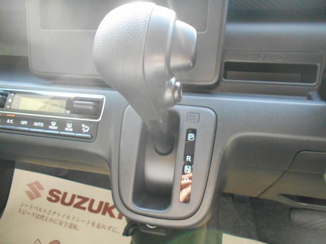 ステアリングの左側にはオーディオのスイッチがあります!視線を動かさずに音量などを変更できるのが嬉しい♪