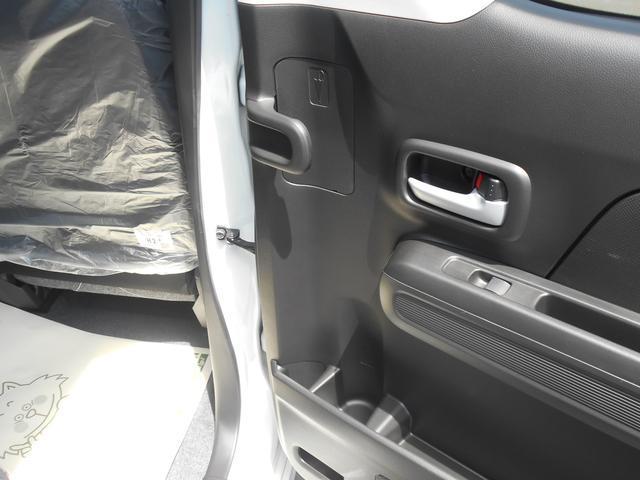 後席の内側にはアンブレラホルダーを装備!水滴は下に流れる仕組みになっておりますので汚れやにおい等も気になりませんよ♪