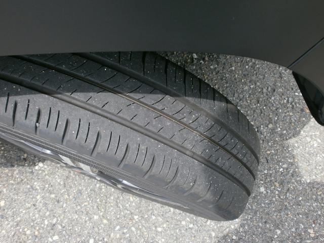 タイヤの溝も御覧の通りたっぷりあります