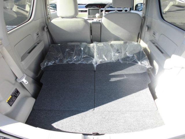 後部座席を倒しての荷台スペースです