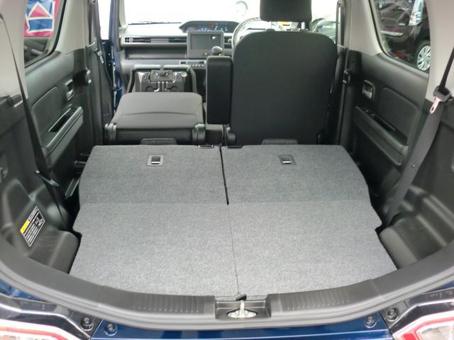 助手席の背もたれを倒せばさらに長尺物の荷物も積めます。
