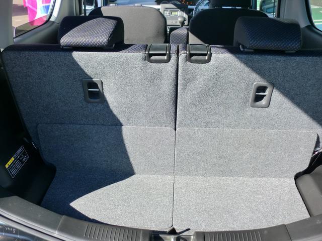 広い開口部幅で荷物の出し入れしやすいリヤラゲッジスペース
