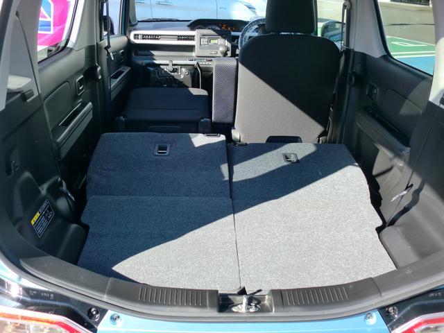 さらに助手席の背もたれを倒せば長尺物の荷物も積めます