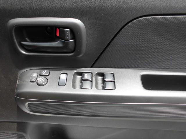 運転席から窓の開け閉めがラクラク。パワーウィンドースイッチ