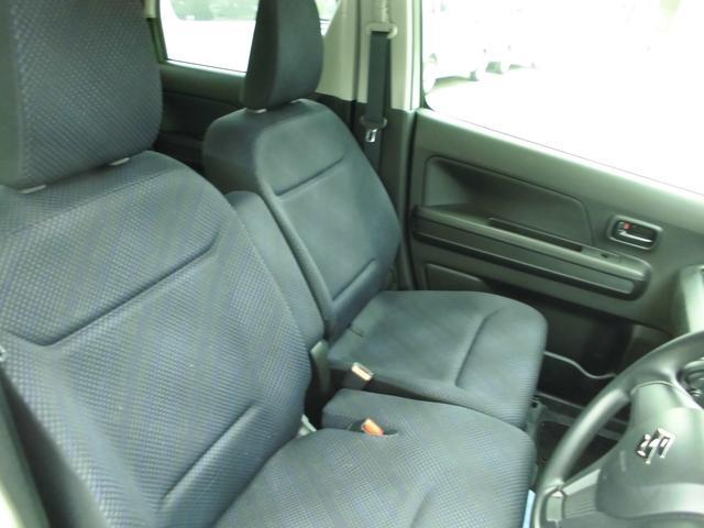 ベンチシートタイプの前席 高い姿勢からの運転しやすいポジションです