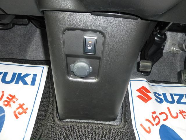 アクセサリーソケットありますので車内で携帯の充電も可能です。