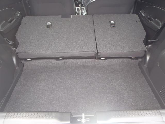 リヤシートの背もたれをすべて倒せば、さらにゆとりある荷室容量。