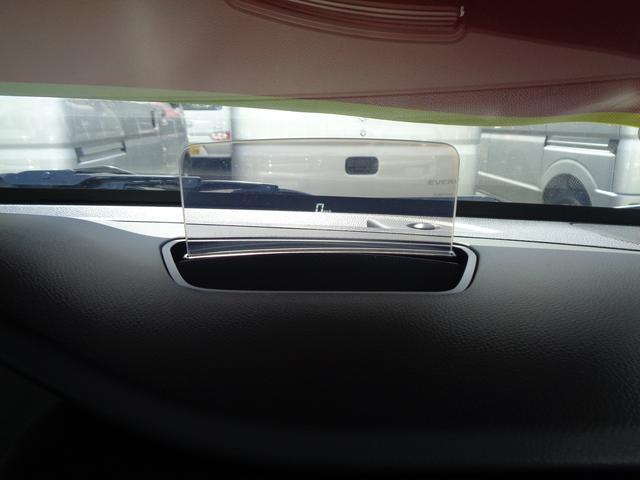 ヘッドアップディスプレイ搭載です!!視線移動少なく速度を確認出来ます!!