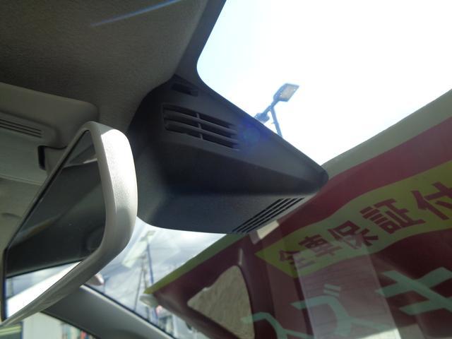 人も車も検知して、衝突回避をサポートします。デュアルセンサーブレーキサポートです。