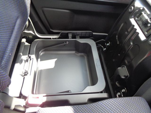 助手席シートアンダーボックスがとっても便利☆