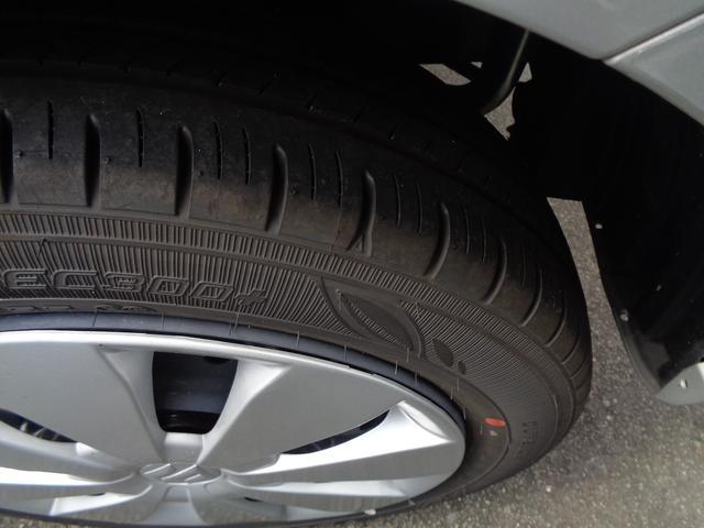 タイヤのホイールはフルホイールキャップです