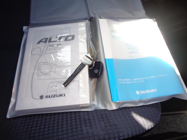 キーレスエントリーは1本になります。取扱い説明書と整備手帳があります
