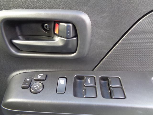 スイッチ操作で自由に窓の開閉や、ミラーの角度調整ができます!!