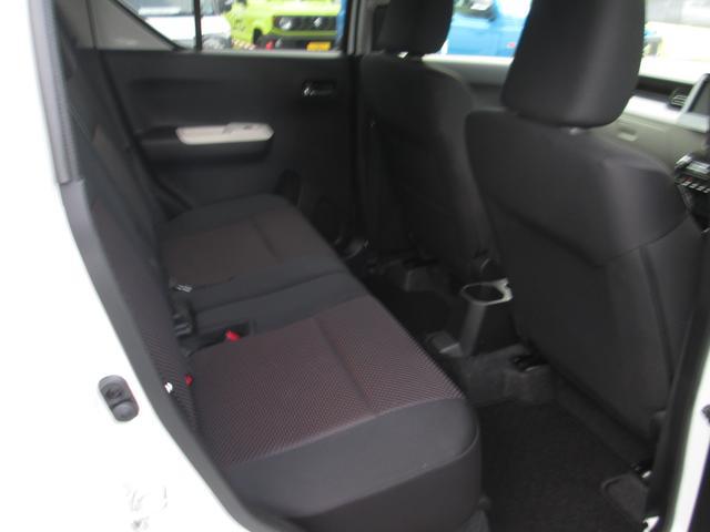 後席も充分なスペースがあります!