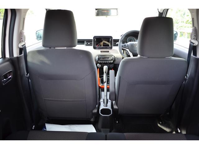 外観〜運転すれば、もっと楽しい。〜後席から見るとこんな感じ・・・