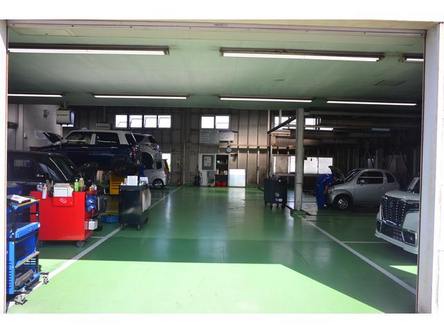 【大分中央店】ご契約頂いたお車は当社整備工場で納車点検整備しています。スズキ車についてはメーカー直営なので一番の情報量を背景にお車のメンテナンスをさせていただきます。スズキ車のことはお任せください。