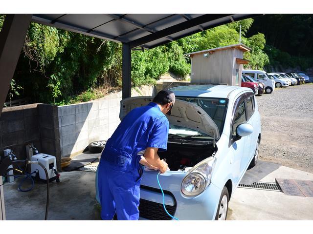 下郡にある中古車商品化センターです〜こちらで中古車の清掃・みがき・仕上げ等を行っています。洗車・みがき・室内クリーニング等・・・車体整備以外の中古車商品化を選任者が責任を持って行います。