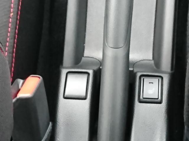 運転席には寒い日を快適にするシートヒーターを装備