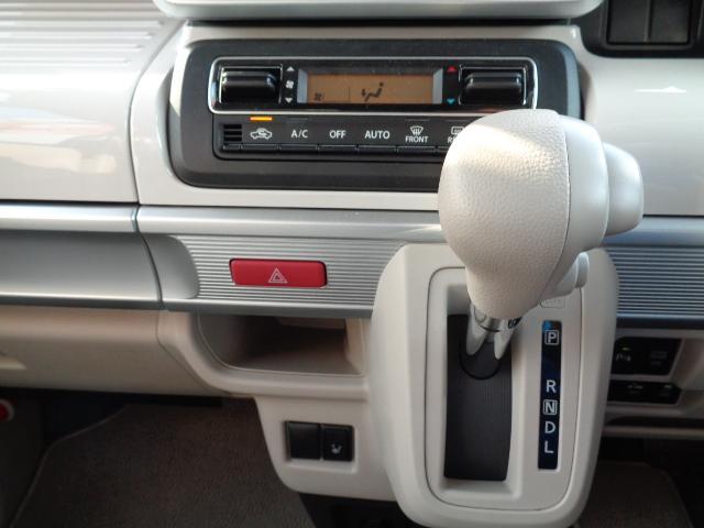 インパネシフト部【フルオートエアコン】車内を適温に保ち快適に過ごせます♪