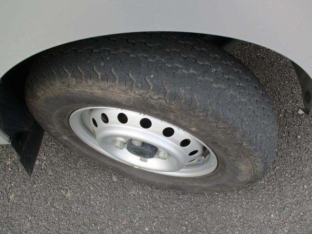 タイヤ溝はスタッフまでお尋ね下さい♪