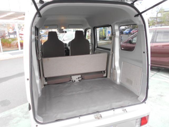 フル乗車でもしっかり荷物を収納できるラゲッジスペースです。開口部が広いので荷物の積み込みも楽ちん☆普段の買い物程度でしたら十分積める空間を確保しています。