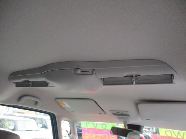 車内上部にはスリムサーキュレーターが搭載されております。後部座席に風を循環させます。