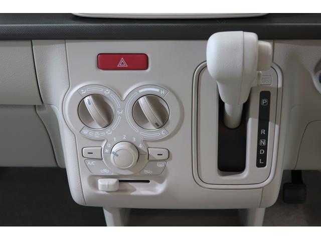 操作ラクラクのマニュアルエアコン装備です。