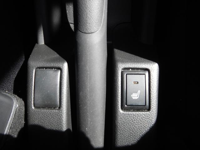 運転席にはシートヒーターがついております