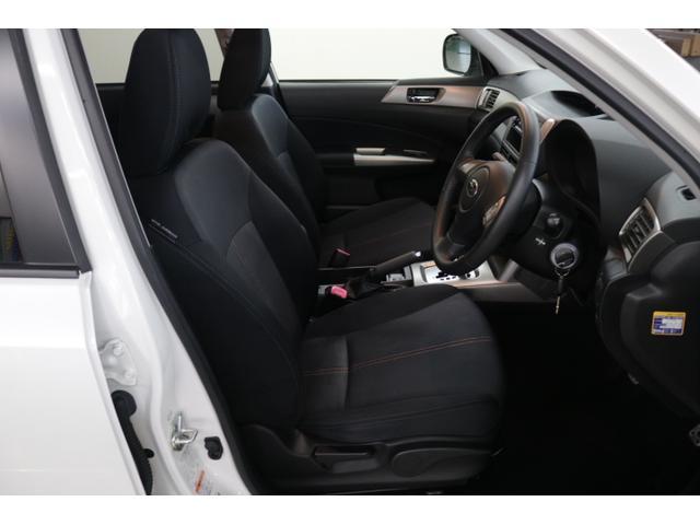 運転がしやすいフロントシート◆座面を高めに設定し、前方の見通しが良好です。運転がしやすく、疲れずらいシートです♪