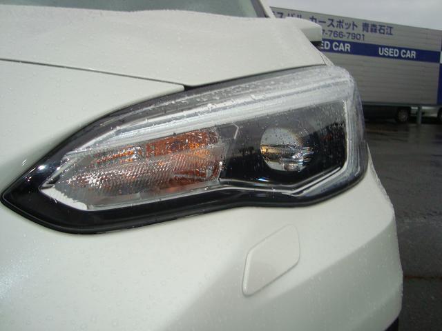 明るくて寿命が長いLEDヘッドライトを装備。