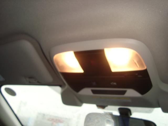 運転席、助手席を別々に照らすスポットマップランプです。