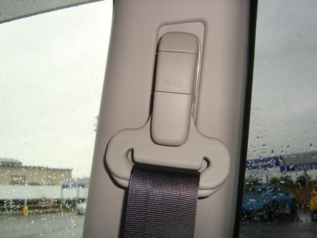 フロントシートベルトは上下に調整可能です。どなたにもフィットする位置にセットできます。
