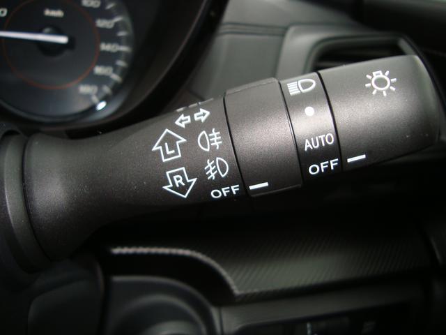 トンネルなどで自動点灯するオートライト付き。