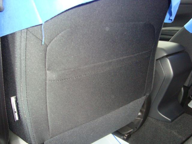 助手席のシートバックにはポケット付き。