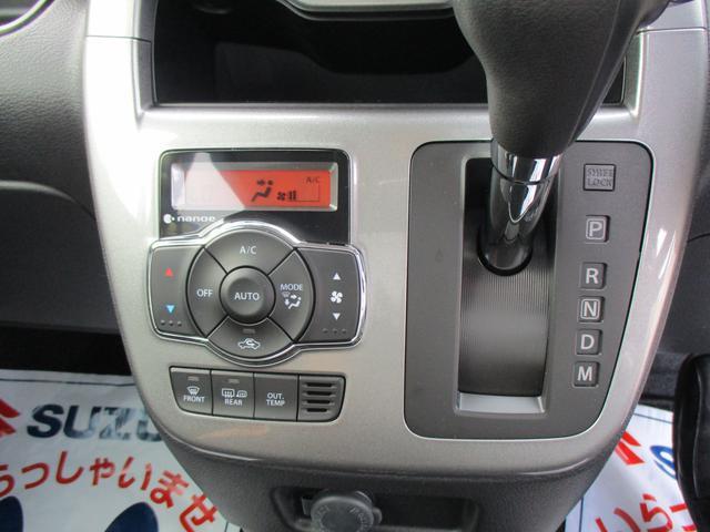 オートエアコンで快適空間!いつでも設定温度をキープします。インパネシフトと一体装備なのでスッキリしてます。