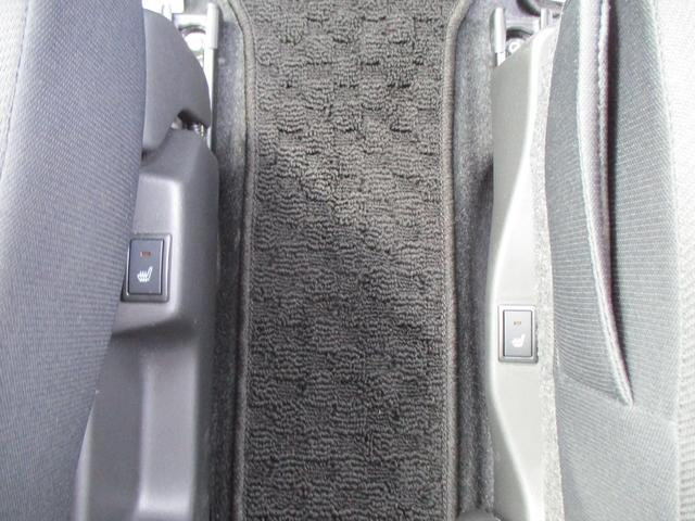 フロントシートはヒーター機能搭載。寒い時期は嬉しい機能です。