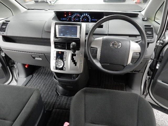 トヨタ ノア X Lセレクション サイドリフトアップシート車