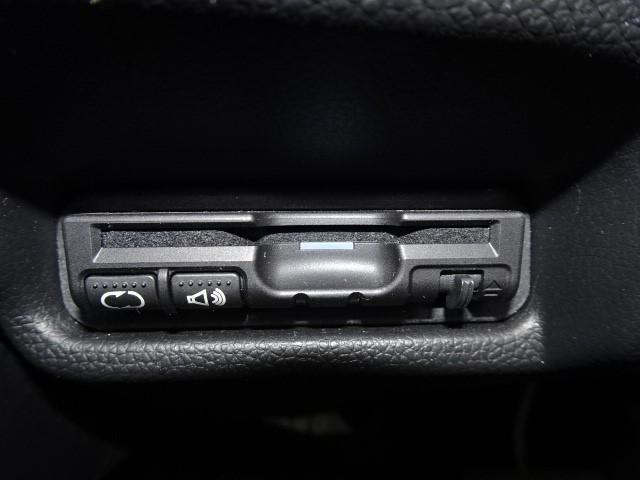 Lパッケージ ワンオーナー 走行28,000Km LEDヘッドライトコート スマートキー メモリーナビ 衝撃軽減ブレーキ(9枚目)