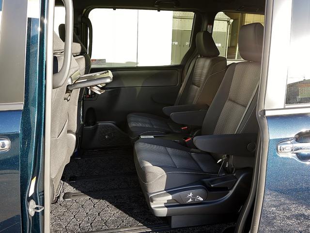 電動のスライドドアで楽々スムース!運転席からも開閉の操作ができます。