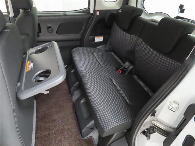 後席は、膝元に十分なスペースを確保!さらにフラットな後席フロアによって足元空間も広々として、ゆとりがあります!室内も専門のスタッフによる清掃済みでキレイです♪是非一度ご覧ください!