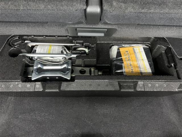 アブソルート 4WD フルセグ HDDナビ DVD再生 ミュージックプレイヤー接続可 バックカメラ ETC HIDヘッドライト 乗車定員7人 3列シート(10枚目)
