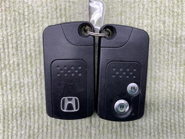 アブソルート 4WD フルセグ HDDナビ DVD再生 ミュージックプレイヤー接続可 バックカメラ ETC HIDヘッドライト 乗車定員7人 3列シート(18枚目)