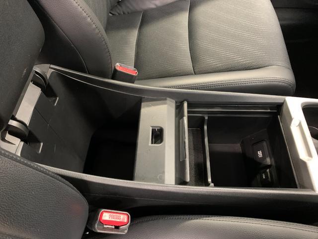 アブソルート 4WD フルセグ HDDナビ DVD再生 ミュージックプレイヤー接続可 バックカメラ ETC HIDヘッドライト 乗車定員7人 3列シート(22枚目)