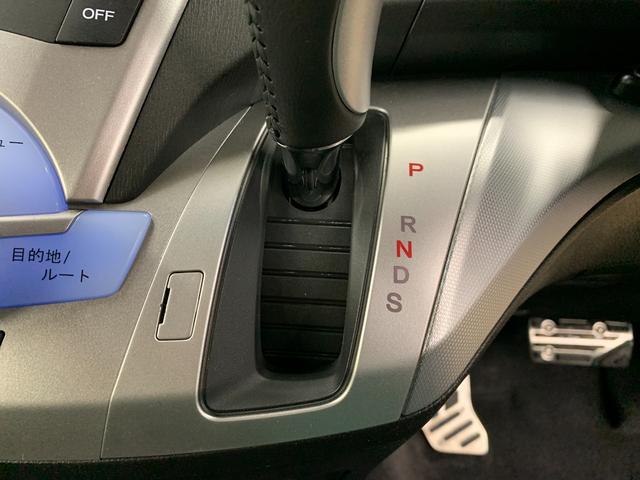 アブソルート 4WD フルセグ HDDナビ DVD再生 ミュージックプレイヤー接続可 バックカメラ ETC HIDヘッドライト 乗車定員7人 3列シート(29枚目)