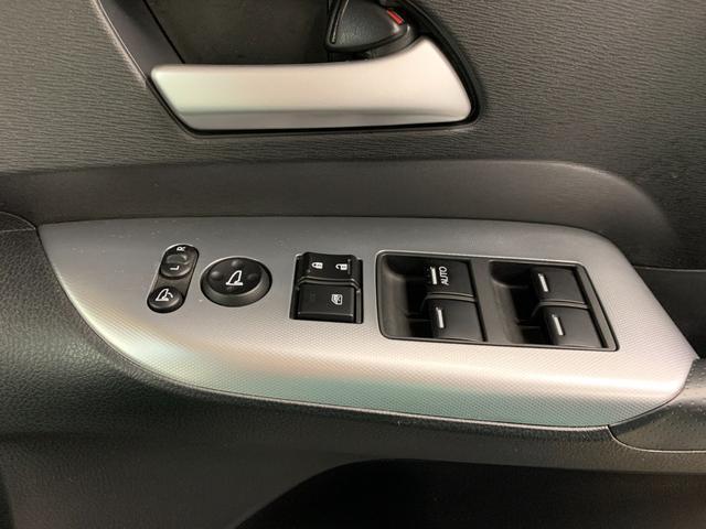 アブソルート 4WD フルセグ HDDナビ DVD再生 ミュージックプレイヤー接続可 バックカメラ ETC HIDヘッドライト 乗車定員7人 3列シート(32枚目)