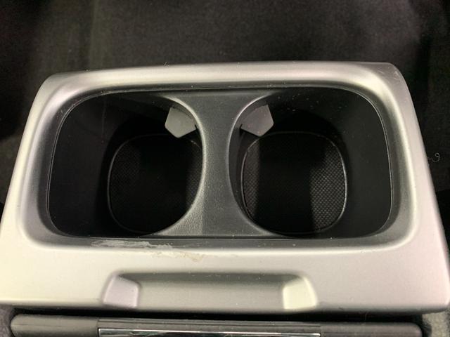 アブソルート 4WD フルセグ HDDナビ DVD再生 ミュージックプレイヤー接続可 バックカメラ ETC HIDヘッドライト 乗車定員7人 3列シート(34枚目)