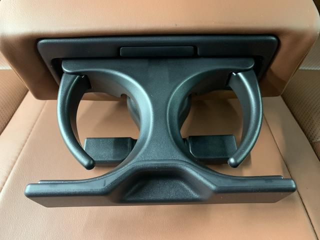 プログレス メタル アンド レザーパッケージ 革シート 4WD フルセグ DVD再生 ミュージックプレイヤー接続可 バックカメラ 衝突被害軽減システム ETC ドラレコ LEDヘッドランプ(24枚目)