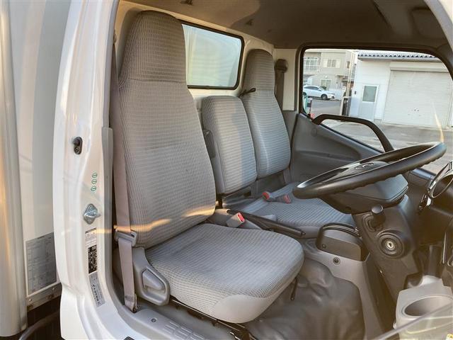 トヨタ認定中古車のロングラン保証は、エンジン機構・ステアリング機構・ブレーキ機構はもちろんのこと、エアコン・ナビゲーション・テレビなども保証の対象になります。対象項目は約60項目、5,000部品にも及